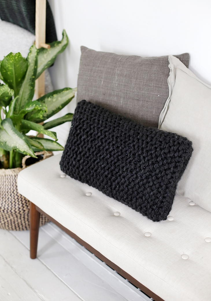 DIY Knit Pillow @themerrythought