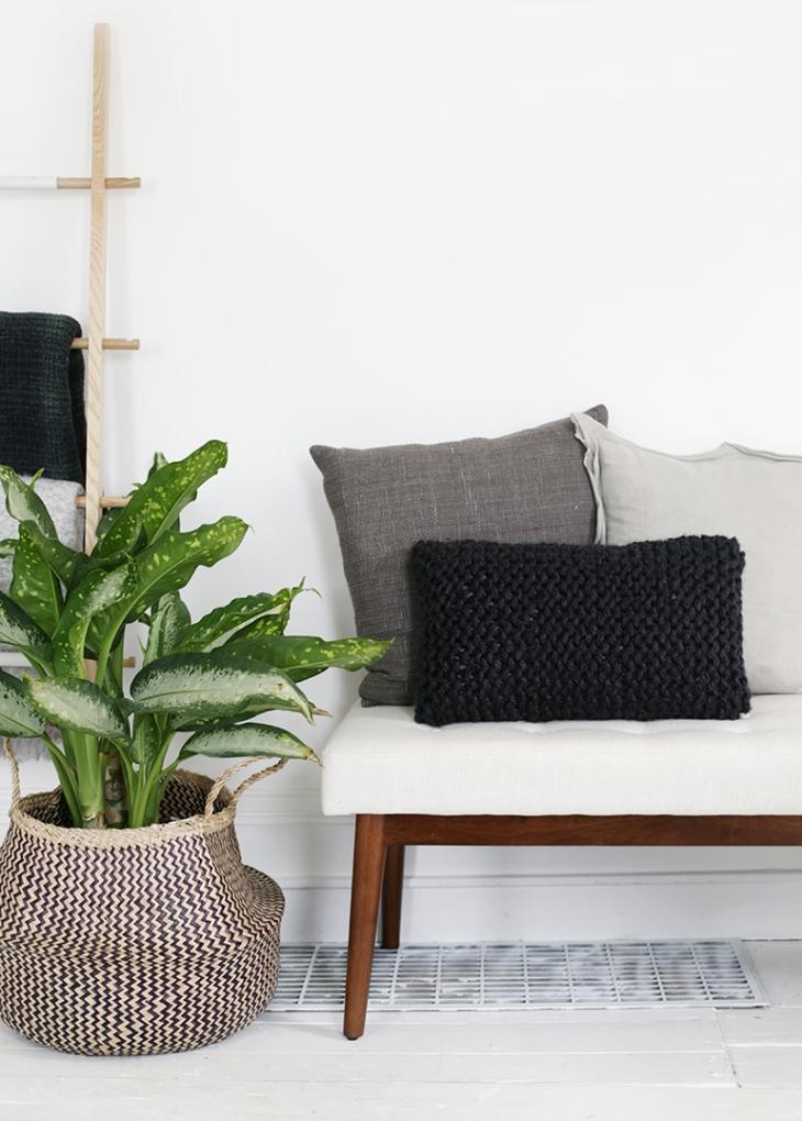 DIY Knit Pillow @themerrythought