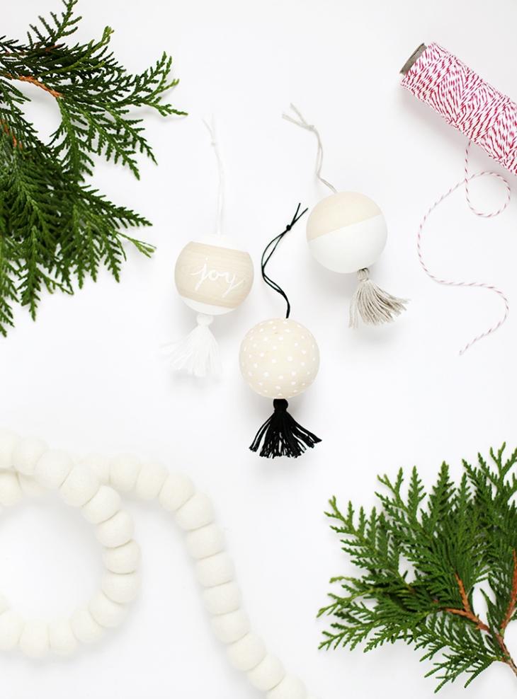 DIY Wooden Tassel Ornaments @themerrythought