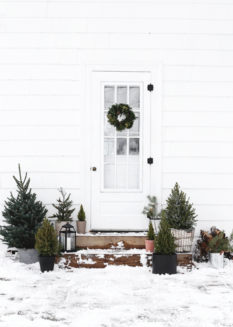 Simple Outdoor Christmas Decor The Merrythought