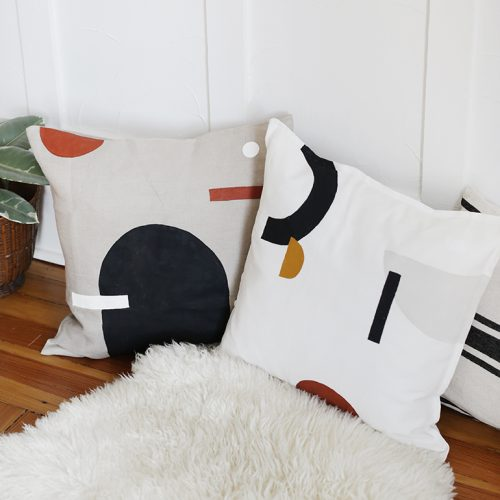 How To Make DIY Painted Pillows @themerrythought