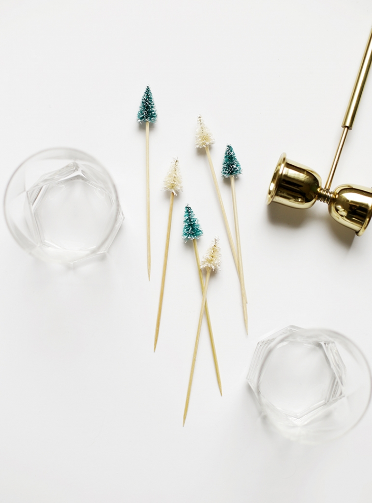 DIY Christmas Tree Drink Stirrers @themerrythought