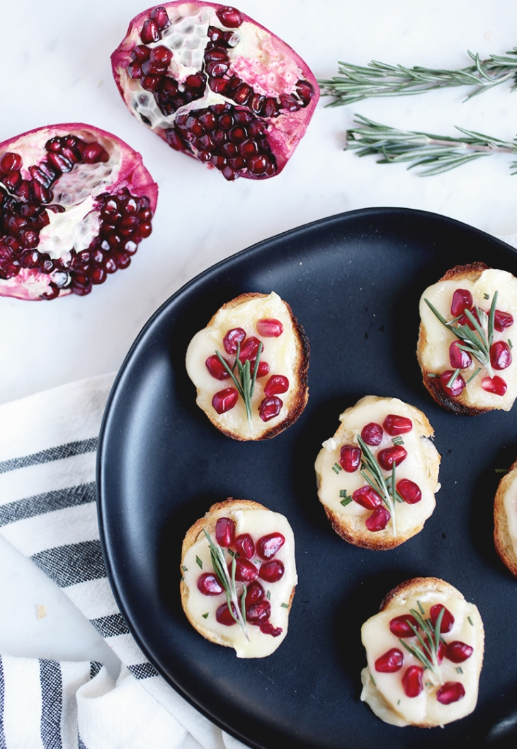Pomegranate Brie Crostini @themerrythought