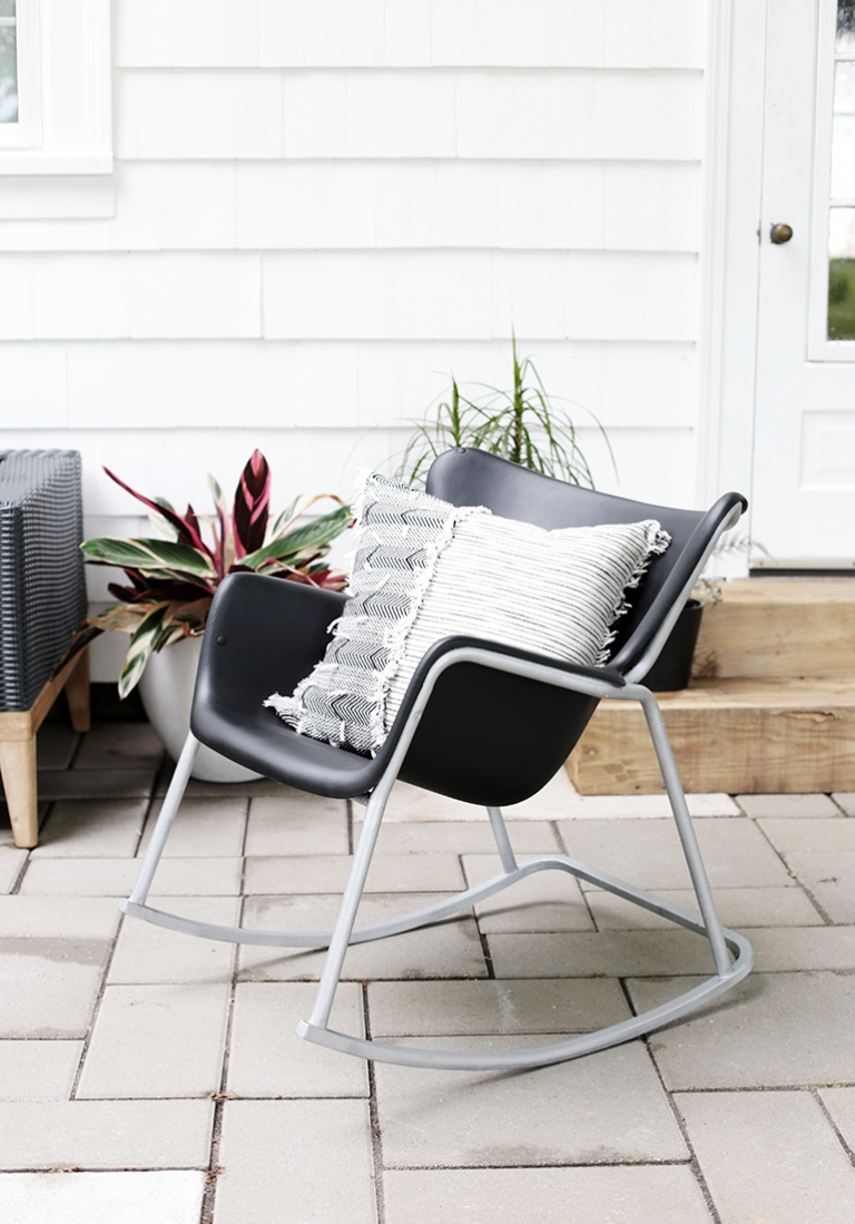 Patio Chair Makeover with Spray Paint @themerrythought