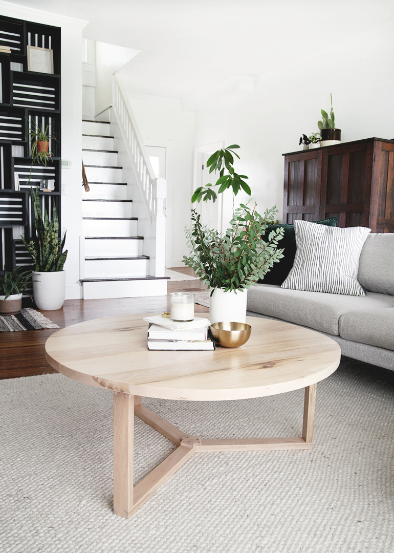 Picture of: Diy Round Coffee Table