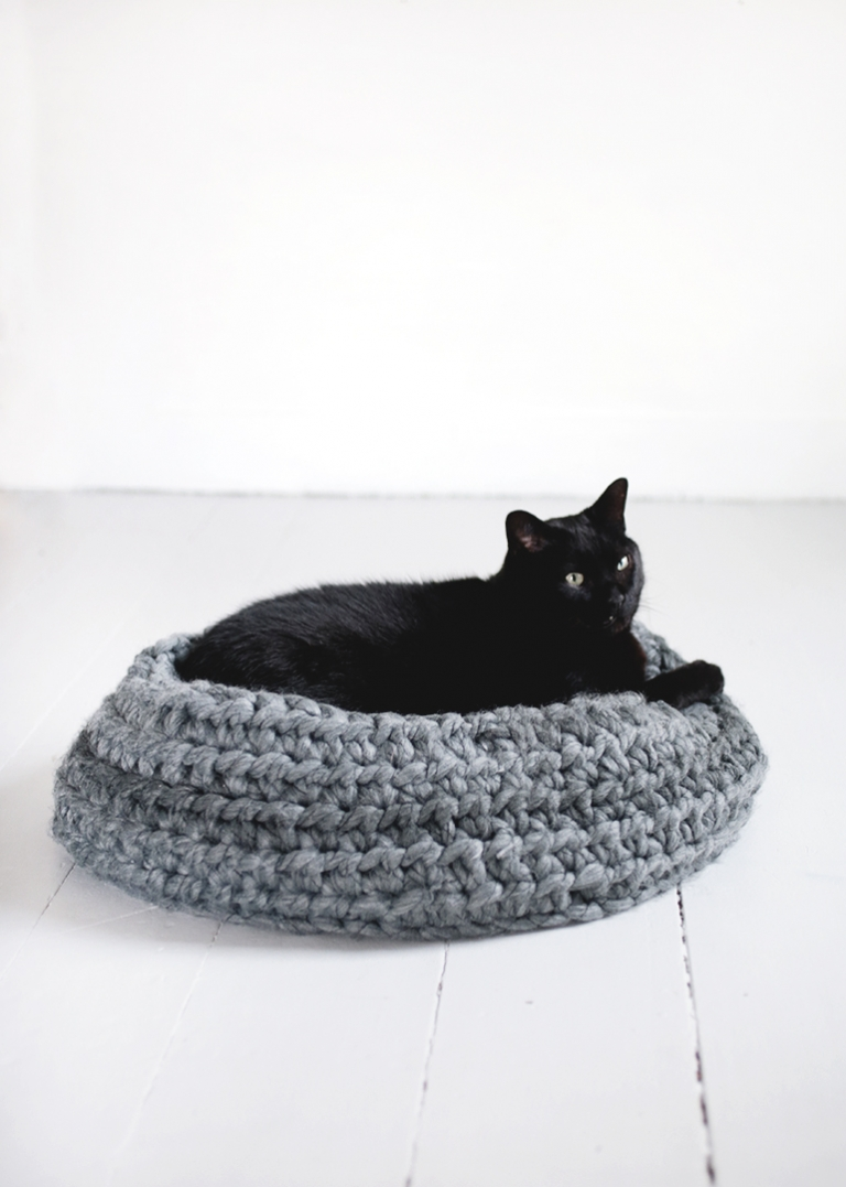Pattern Crochet cat bed PDF tutorial with photo and pattern | Etsy | 1077x768