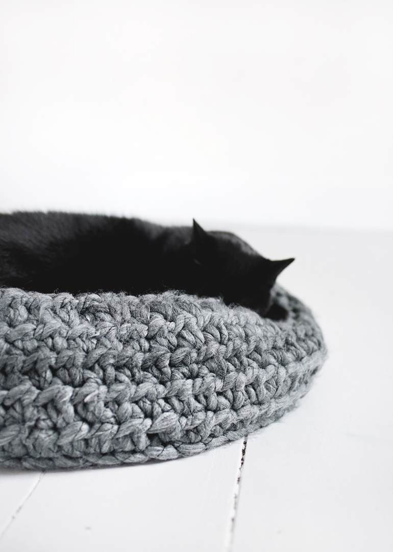 diy crochet cat bed    the merrythought  rh   themerrythought