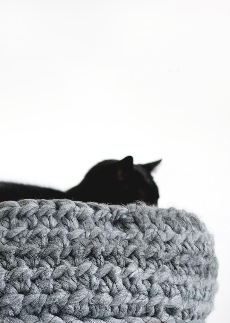 DIY Crochet Cat Bed @themerrythought