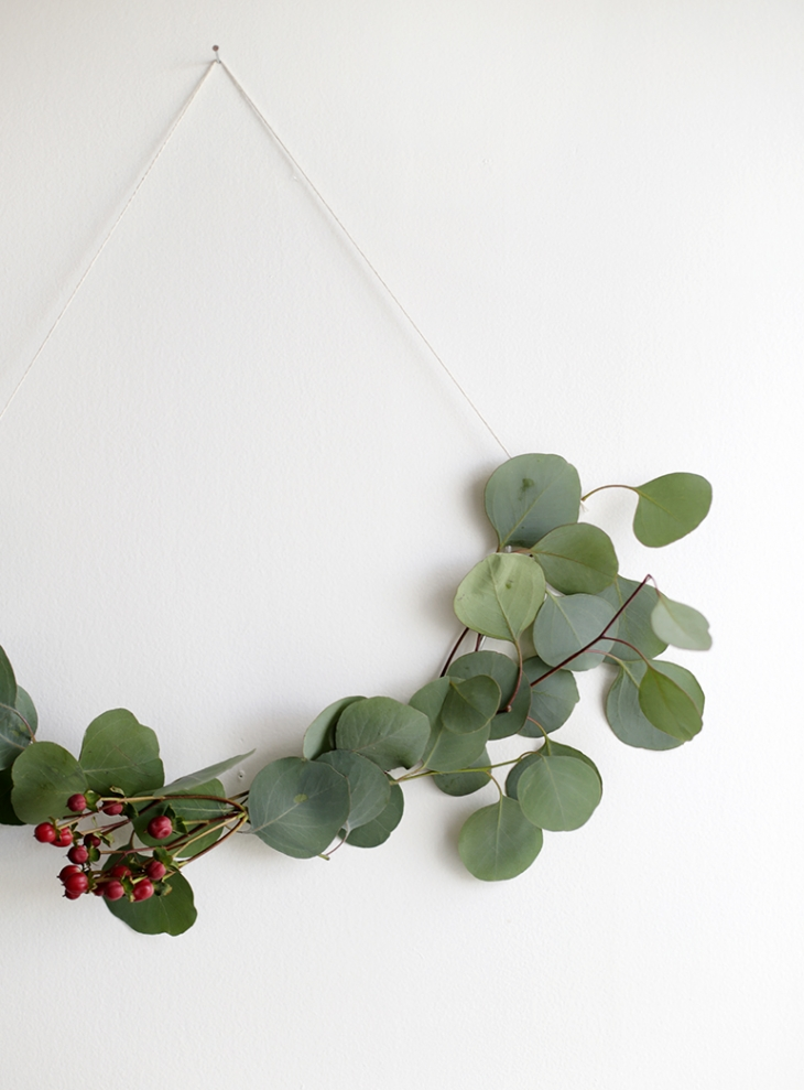 DIY Minimal Half Wreath @themerrythought