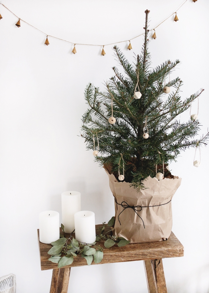 Small Christmas Tree + Simple DIY Wooden Ornaments @themerrythought