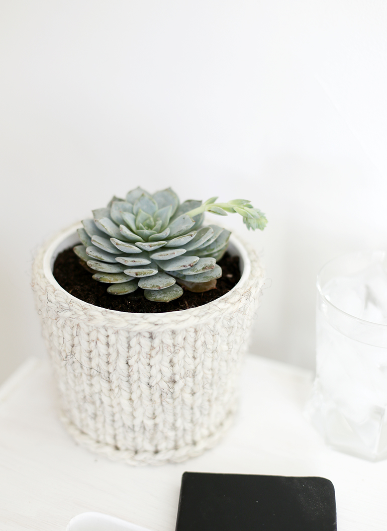 DIY Knit Planter Cover @themerrythought
