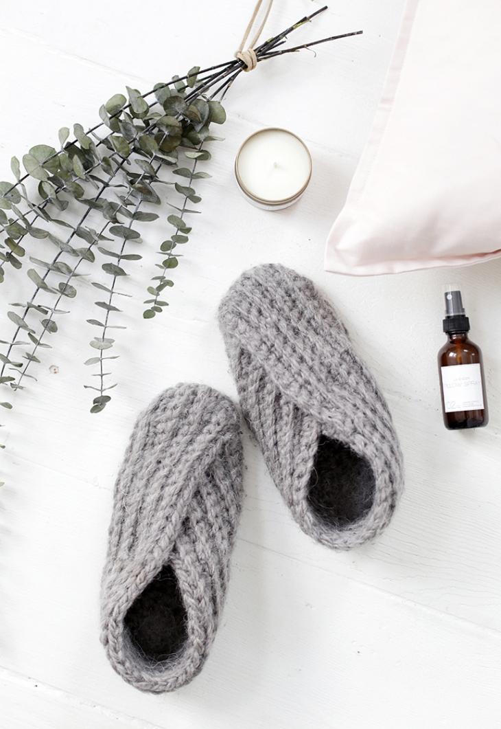 DIY Crochet Slippers @themerrythought