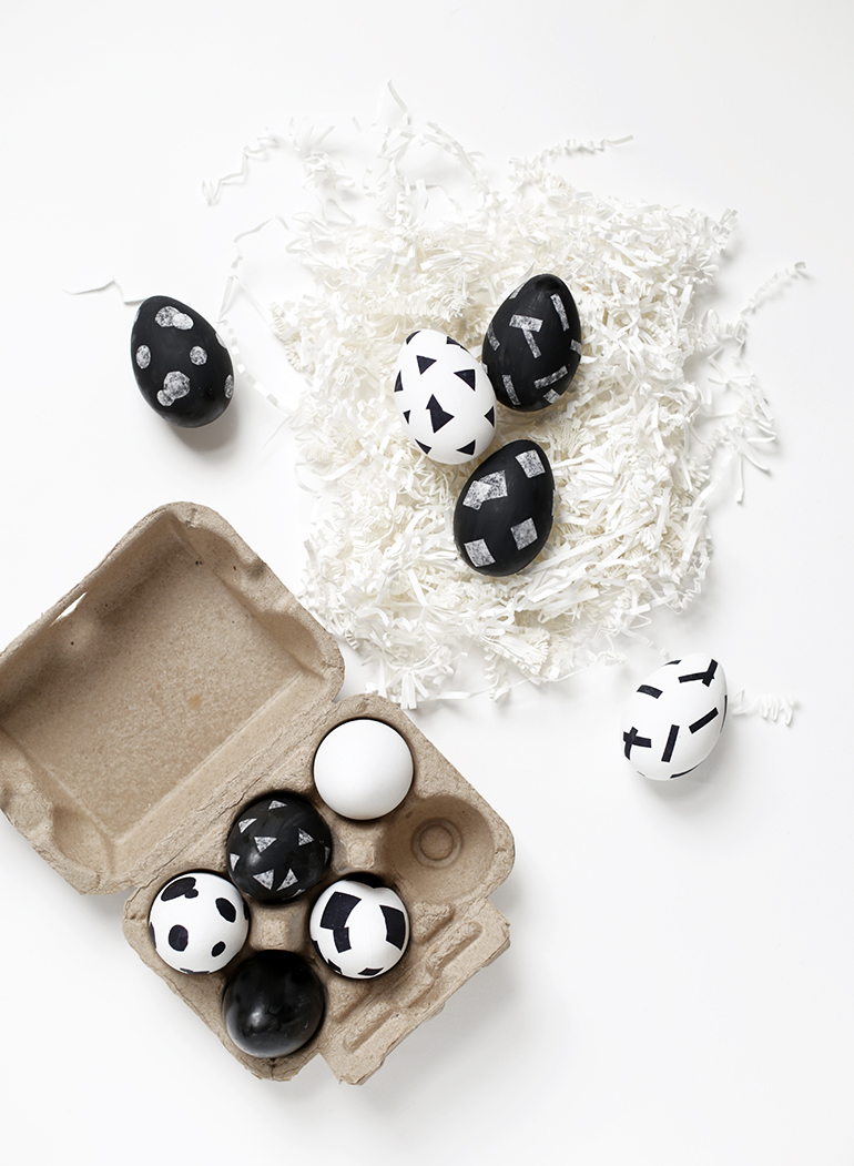 DIY Monochrome Eggs @themerrythought