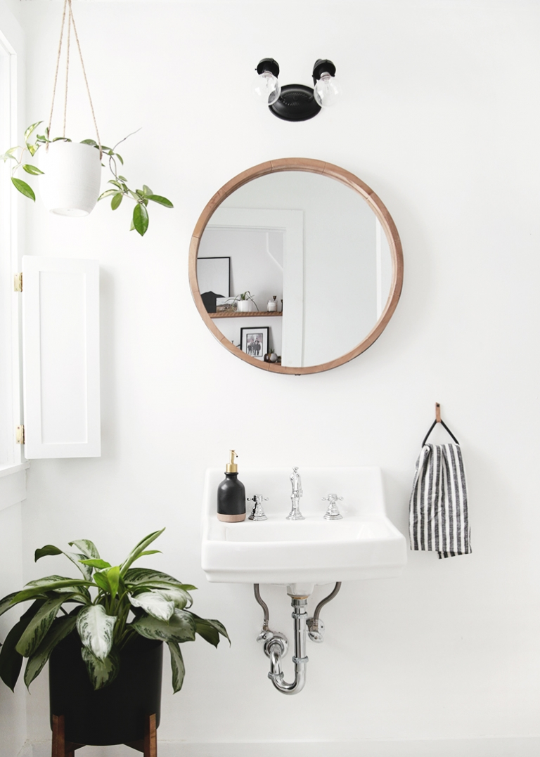 Small Modern Vintage Bathroom @themerrythought