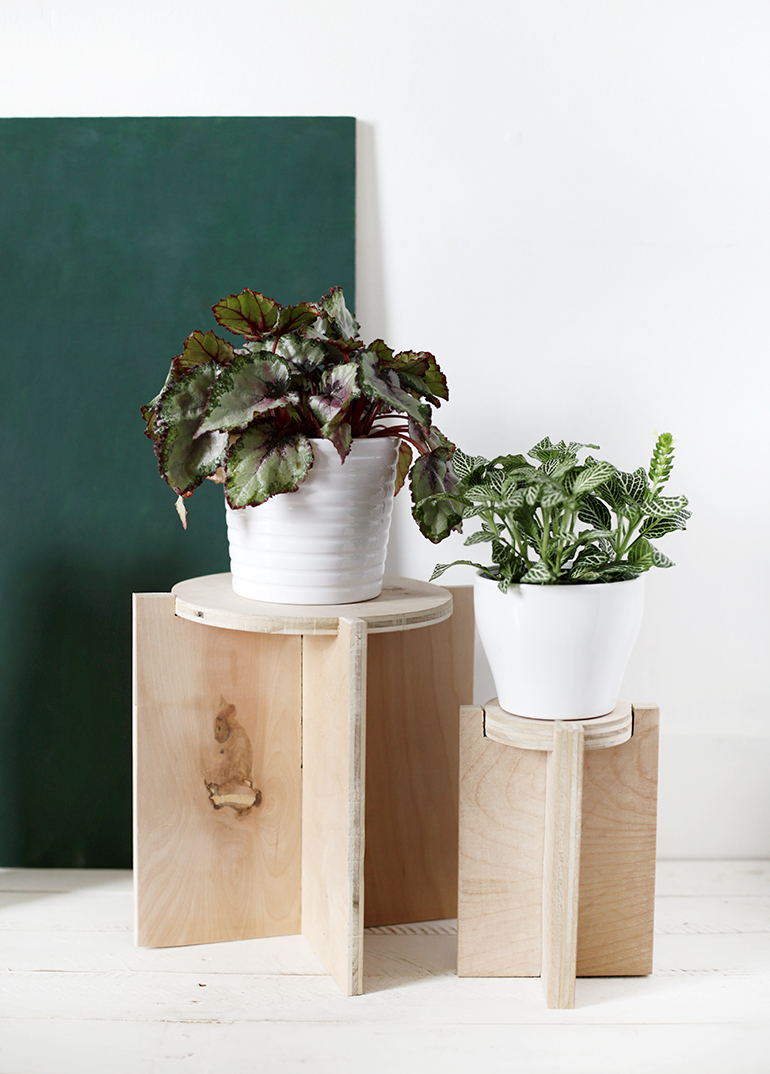 DIY Wooden Plant Stand @themerrythought