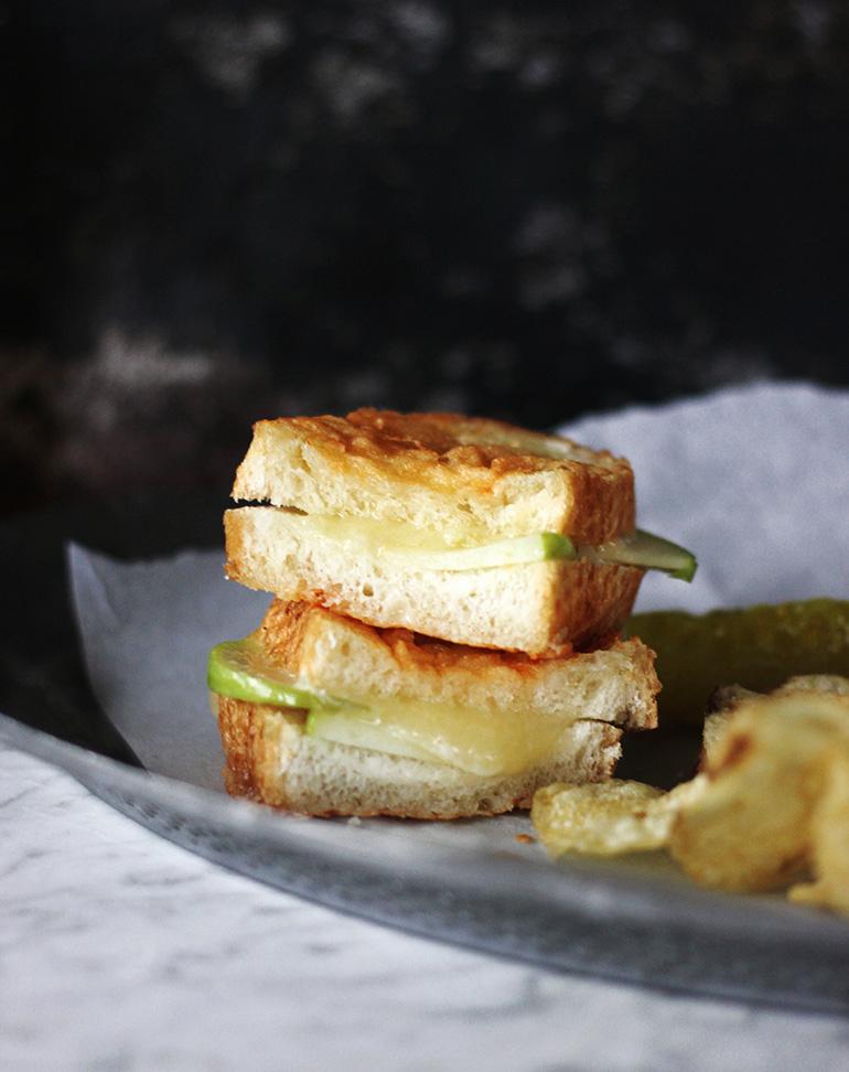 Cinnamon Apple Brie Grilled Cheese – use cinnamon swirl bread, top ...