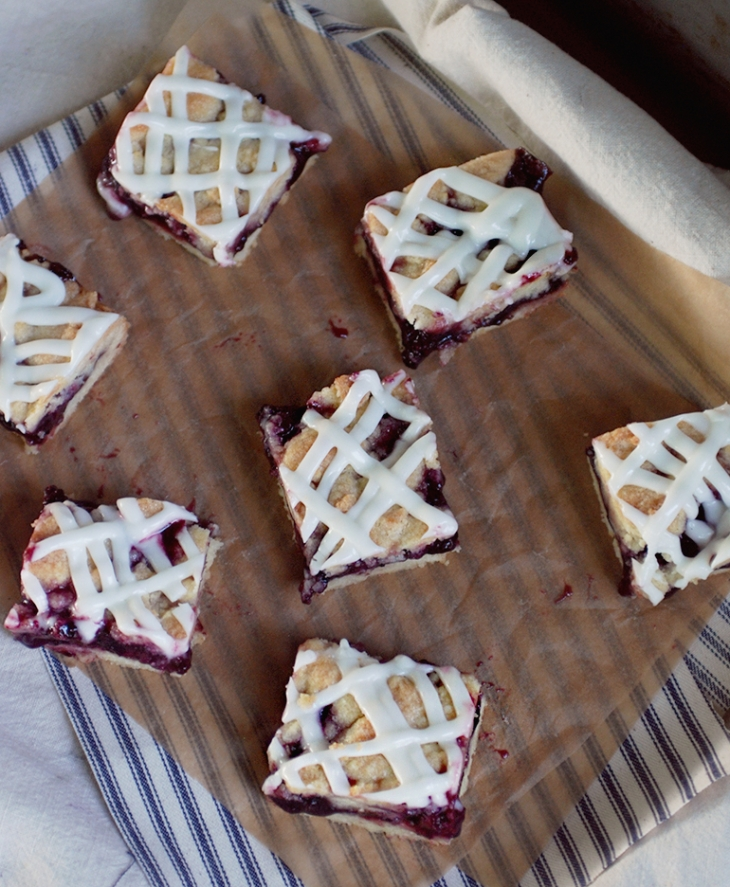 Blackberry Crumb Bars @themerrythought