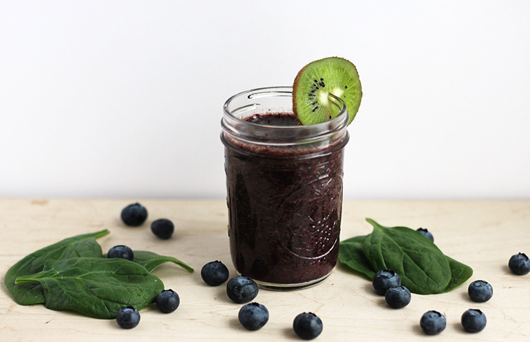 Blueberry Mint Green Smoothie @themerrythought