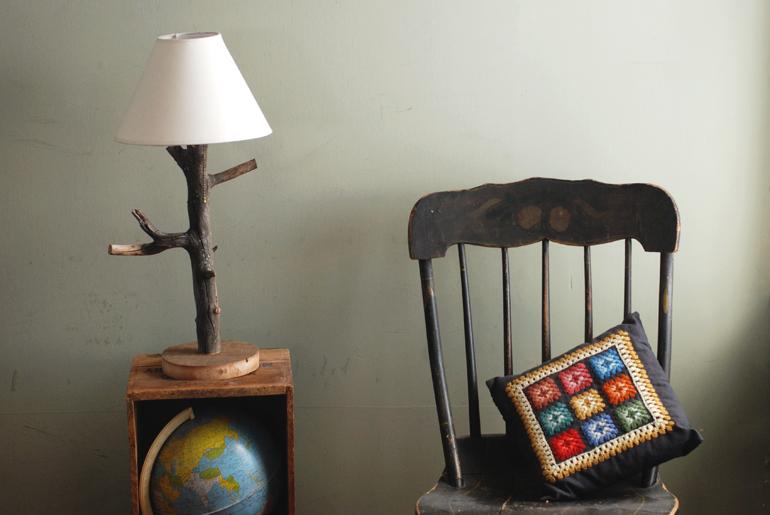 Fabulous DIY Branch Table Lamp - The Merrythought JK82