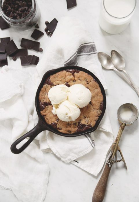 skillet cookie with scoops of ice cream on it