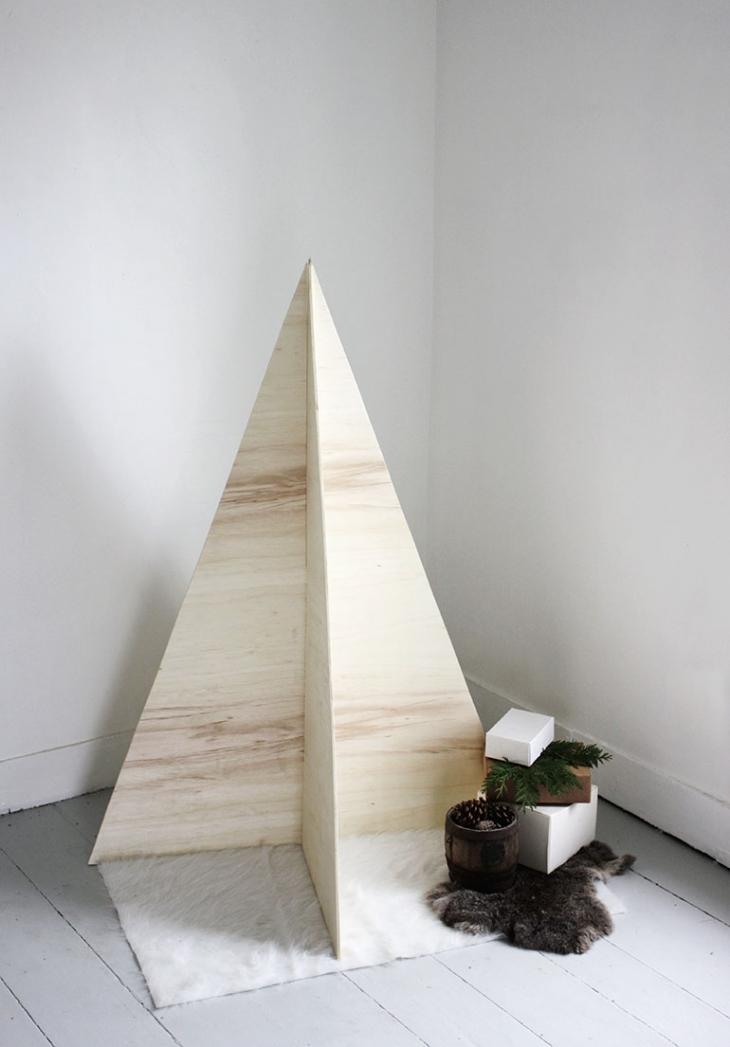 DIY Plywood Christmas Tree @themerrythought