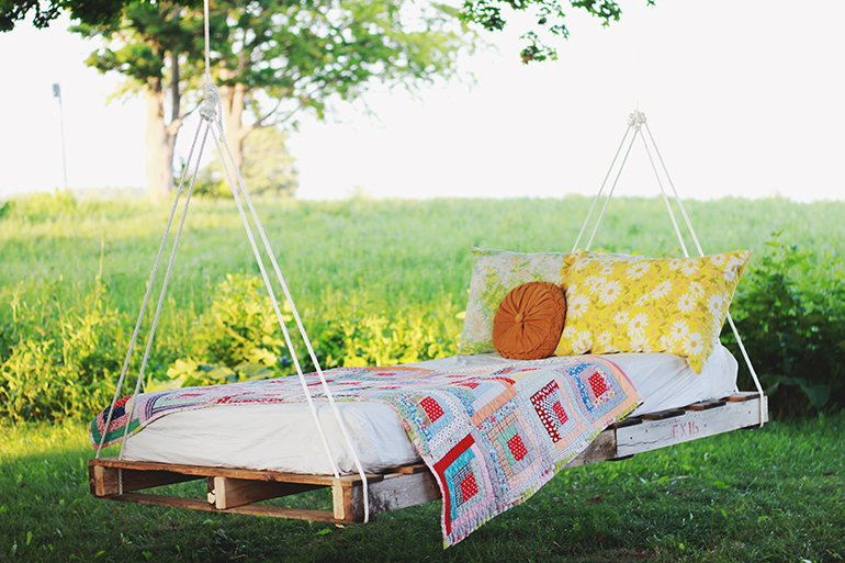DIY Pallet Swing Bed | @themerrythought