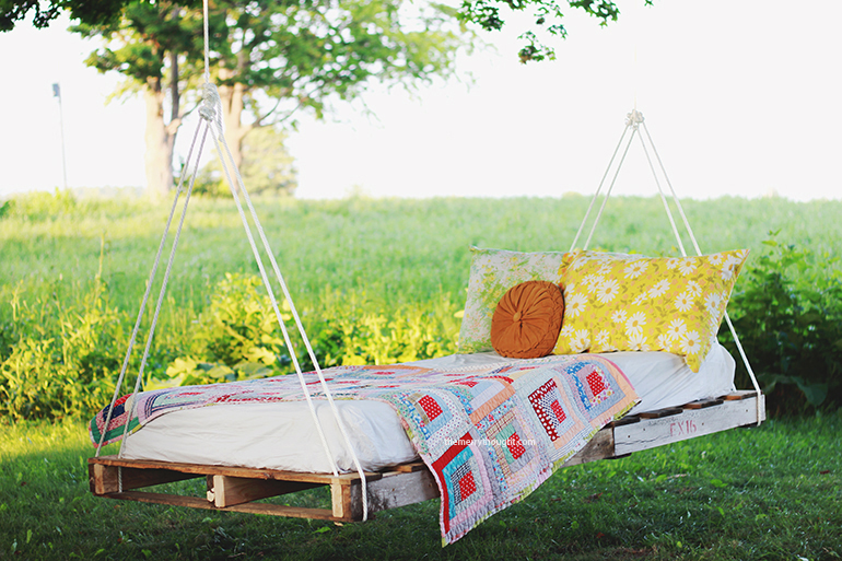 Diy pallet swing bed the merrythought for Diy patio bed