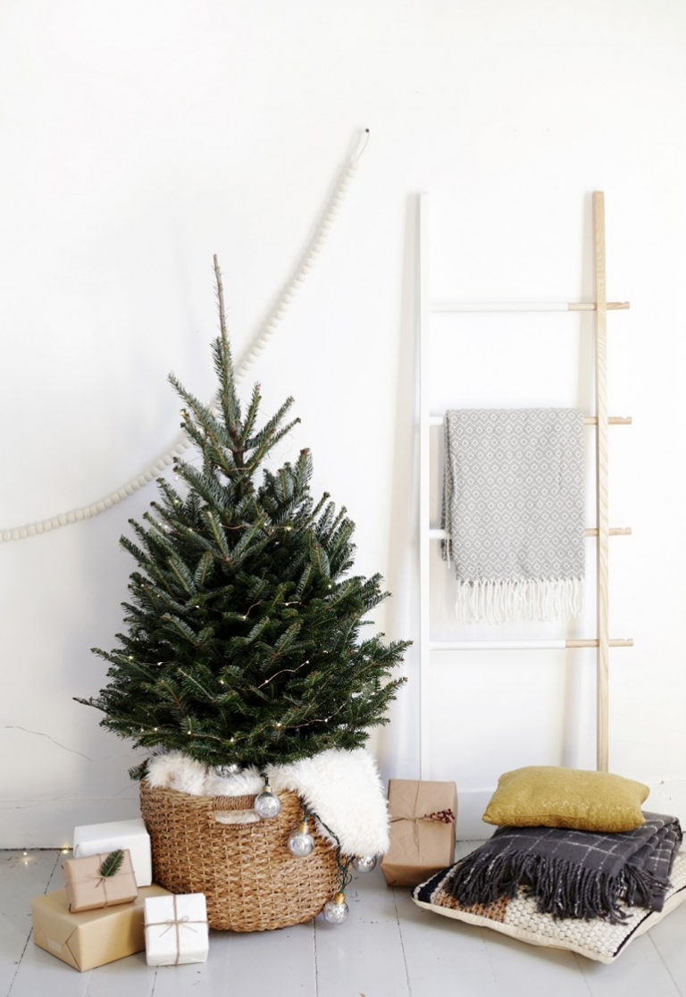 Simple Christmas Tree Display - The Merrythought