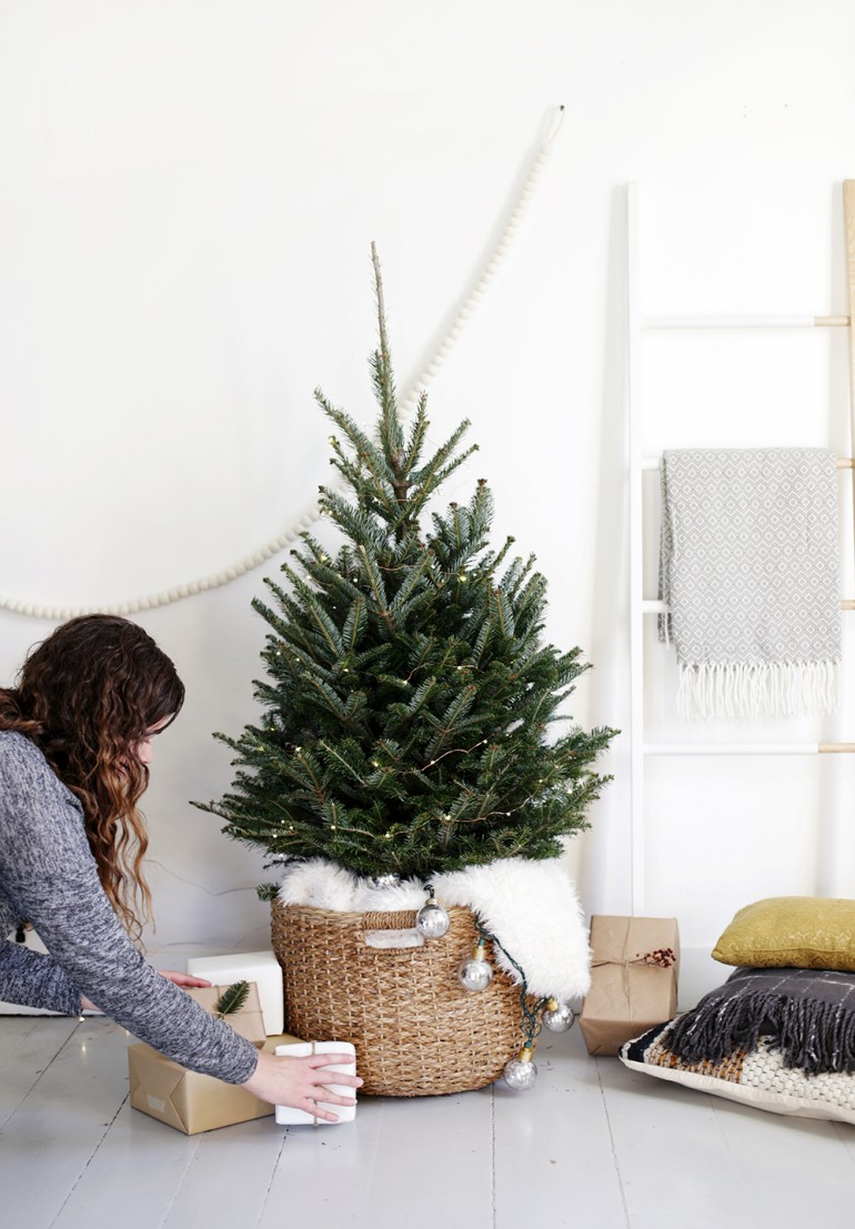 simple christmas tree display the merrythought. Black Bedroom Furniture Sets. Home Design Ideas