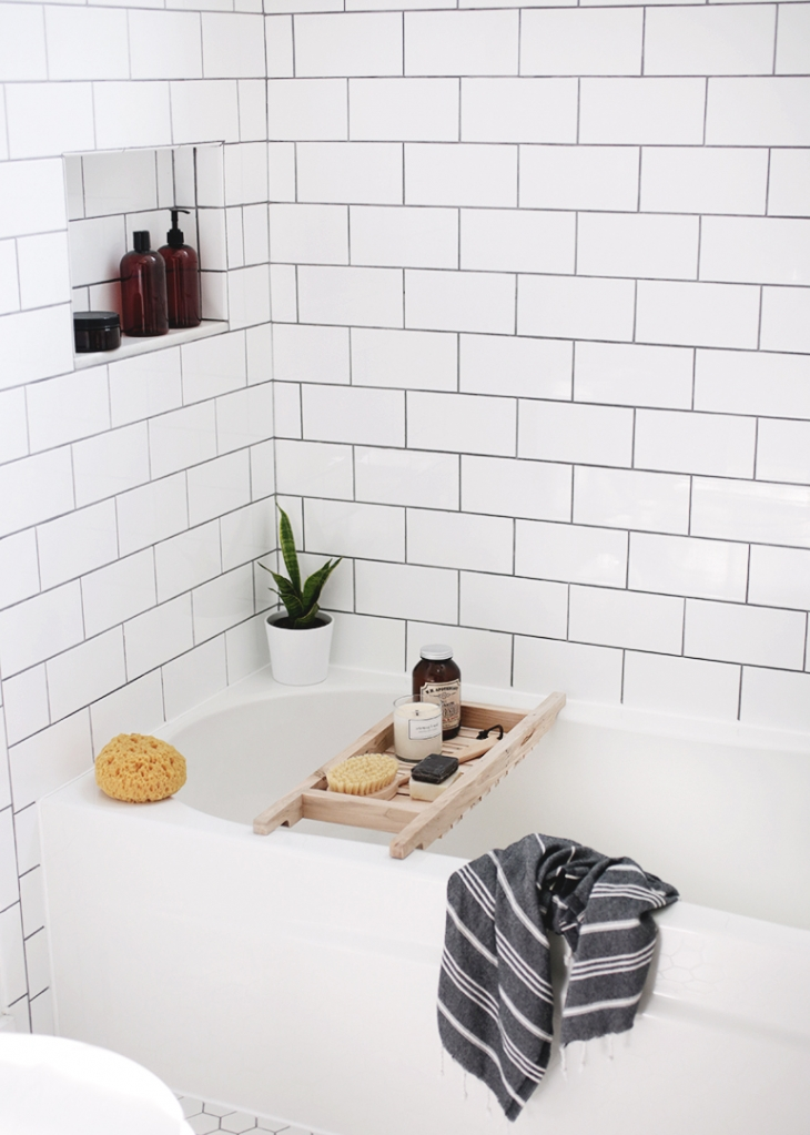 DIY Bathtub Caddy @themerrythought