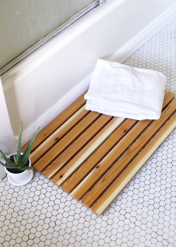 DIY Cedar Bath Mat @themerrythought
