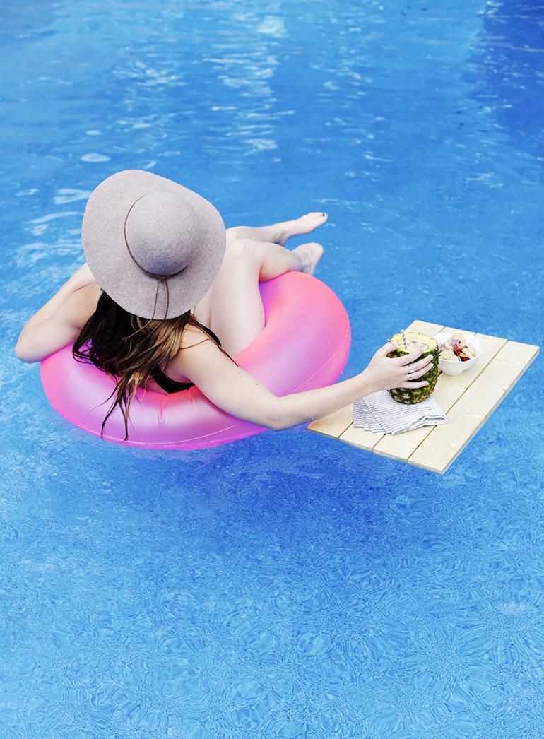 DIY Floating Pool Tray @themerrythought