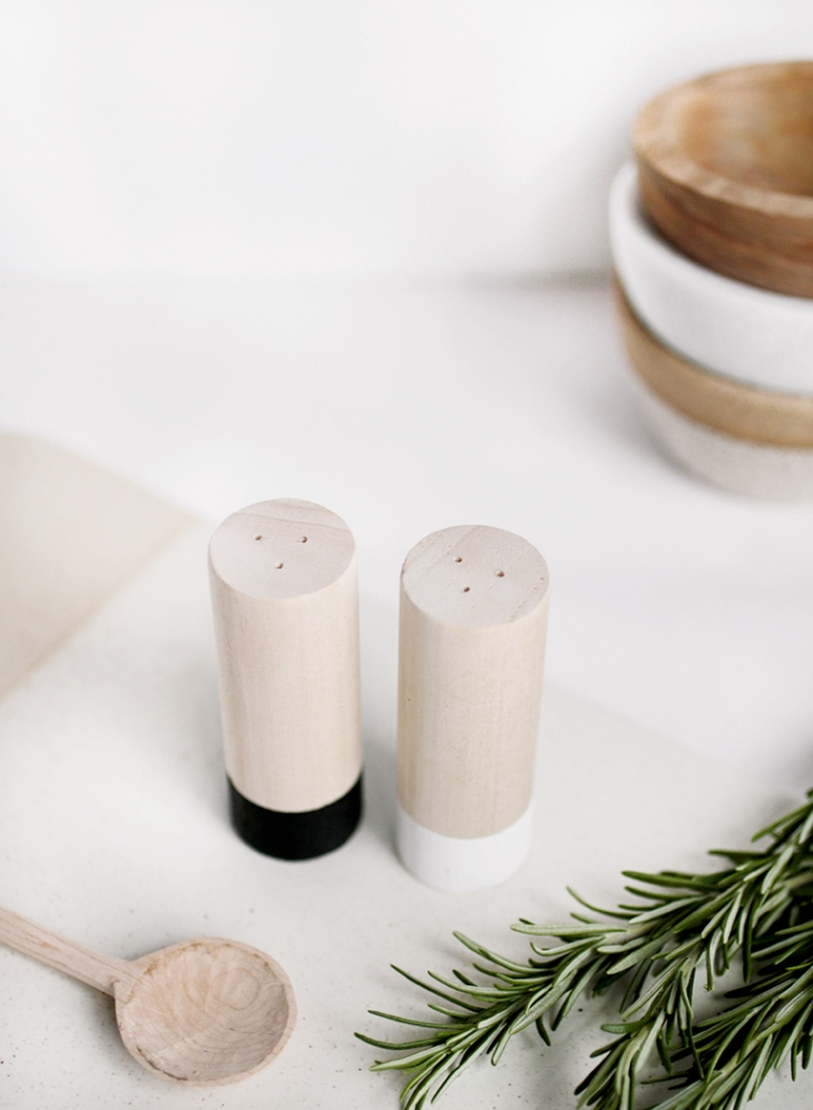 DIY Wood Salt & Pepper Shakers @themerrythought