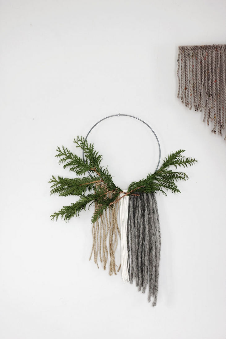 Minimal Christmas Decor @themerrythought