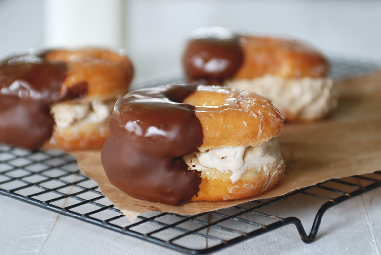 DoDoughnut Ice Cream Sandwiches @themerrythought