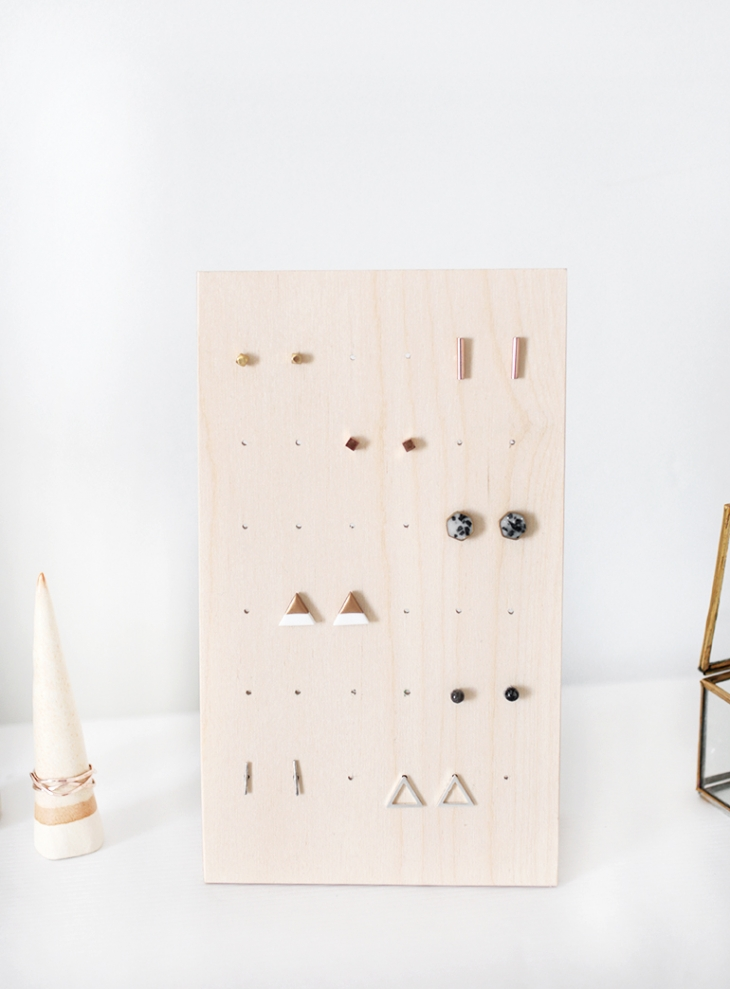 DIY Earring Stand @themerrythought