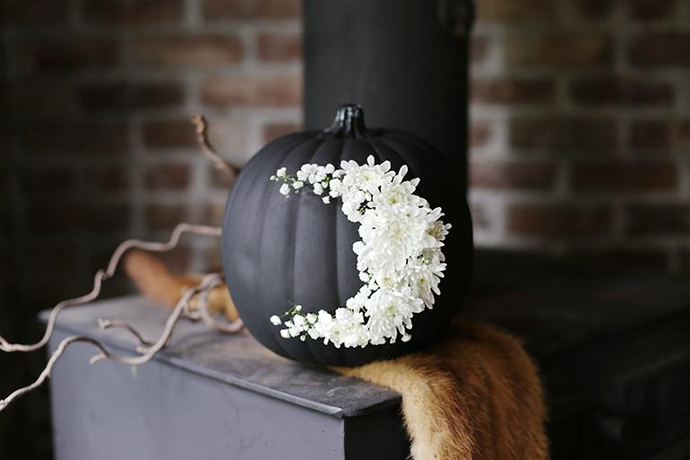 DIY Fresh Floral Moon Pumpkin @themerrythought