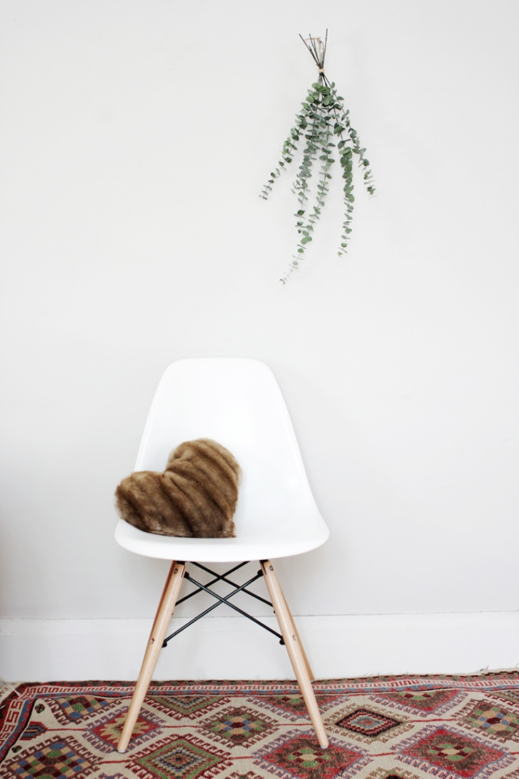 DIY Faux Fur Heart Pillow @themerrythought