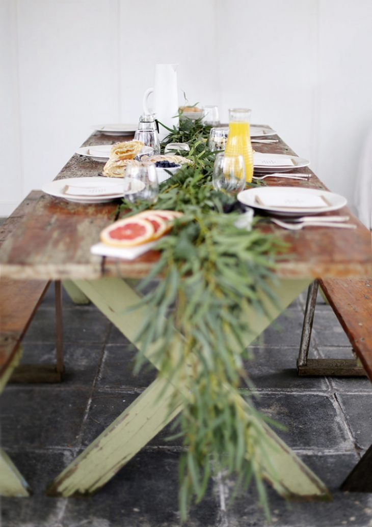 DIY Greenery Table Garland @themerrythought