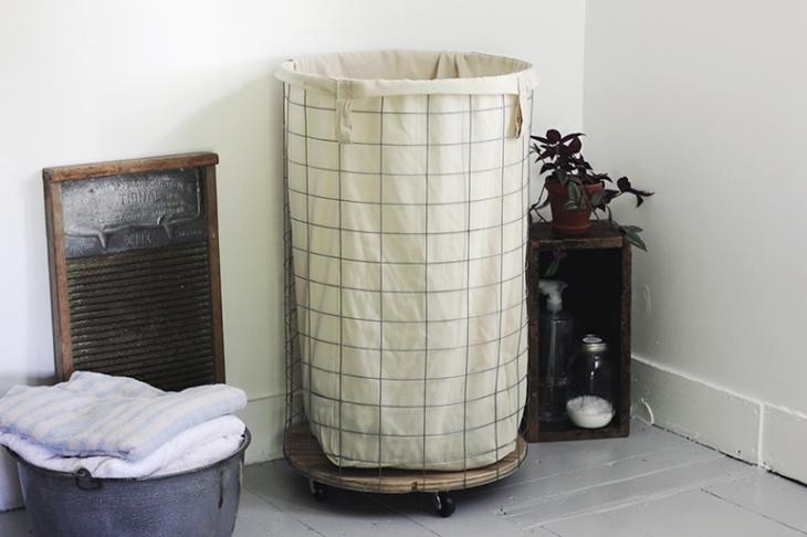 DIY Wire Laundry Hamper @themerrythought farmhouse chic decor ideas