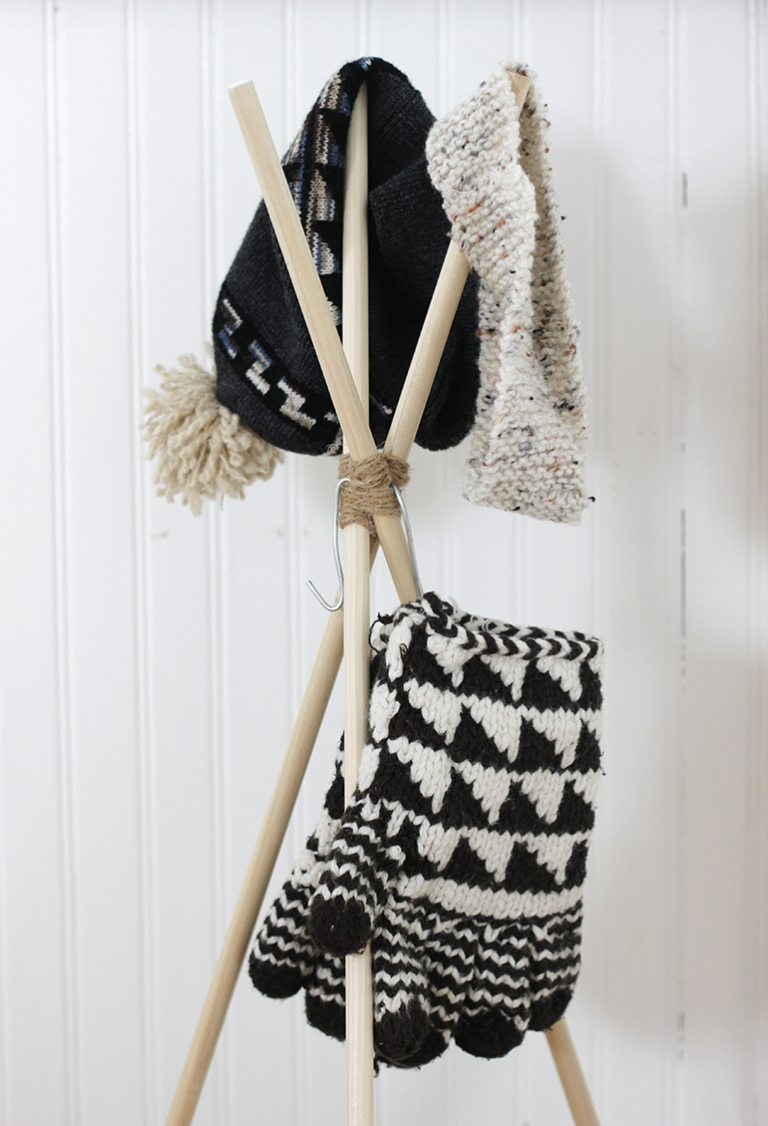 DIY Standing Hat Rack @themerrythought