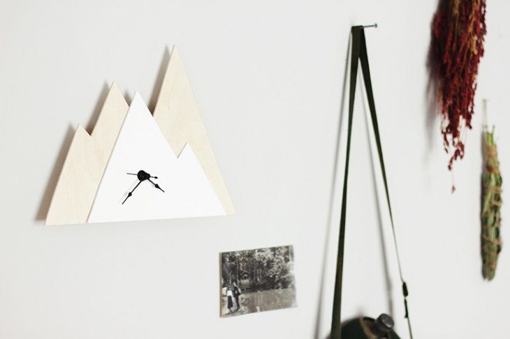 DIY Minimal Mountain Clock @themerrythought