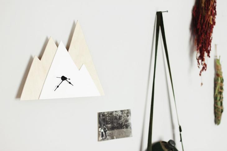 DIY Minimal Mountain Clock @themerrythought