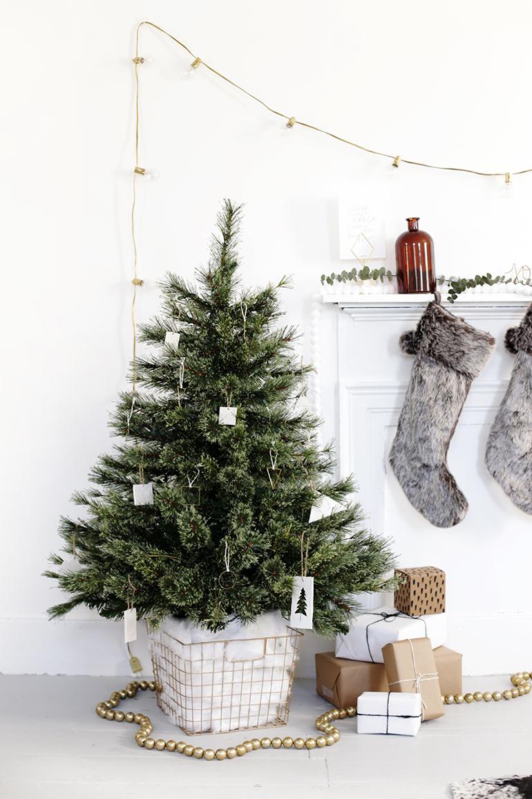 DIY Tree Skirt Alternative - The Merrythought