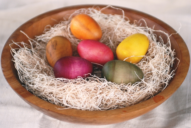 Natural Dyed Wooden Eggs @themerrythought