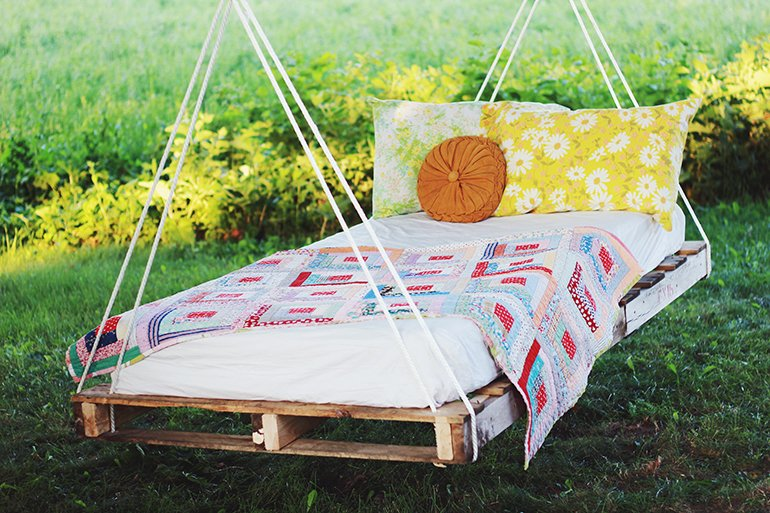 Pallet Swing Bed | @themerrythought