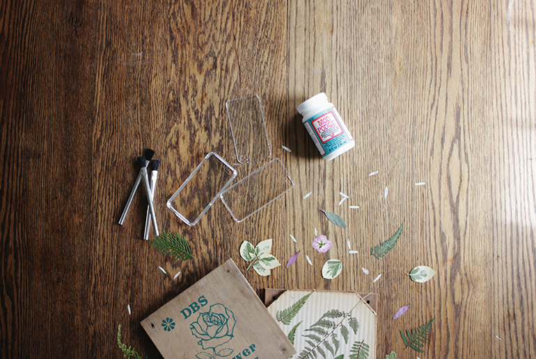 DIY Pressed Flower Phone Case @themerrythought