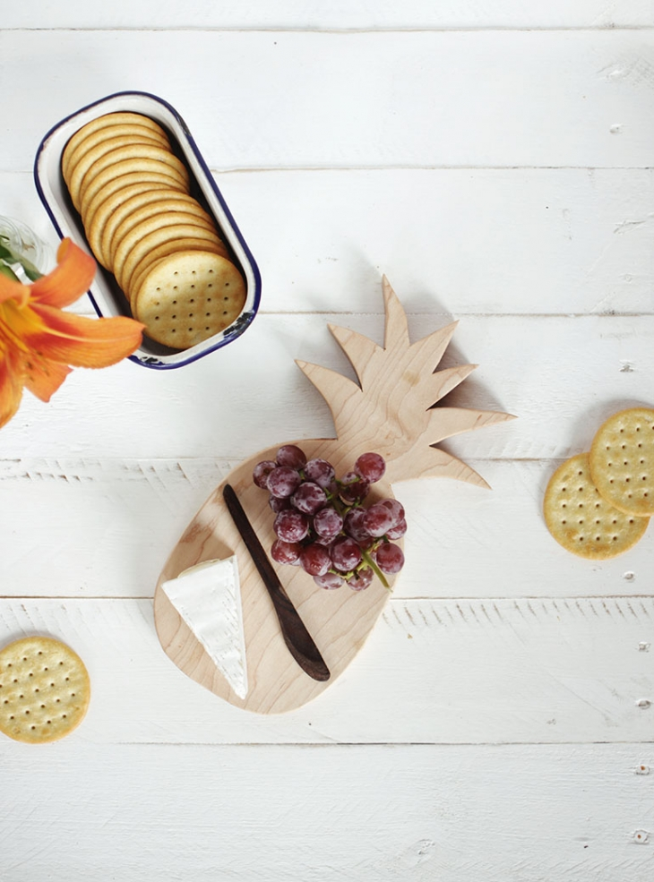 DIY Pineapple Cutting Board @themerrythought for @poppytalk
