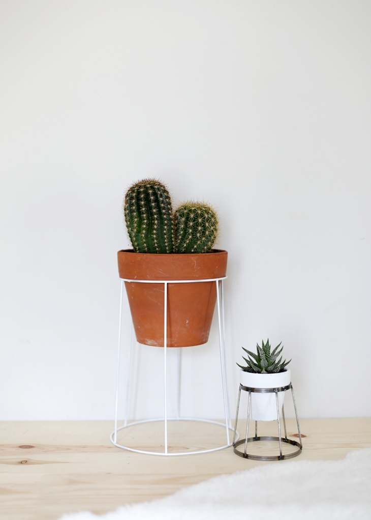 DIY Wire Plant Stand » The Merrythought on House Plant Stand Ideas  id=61625