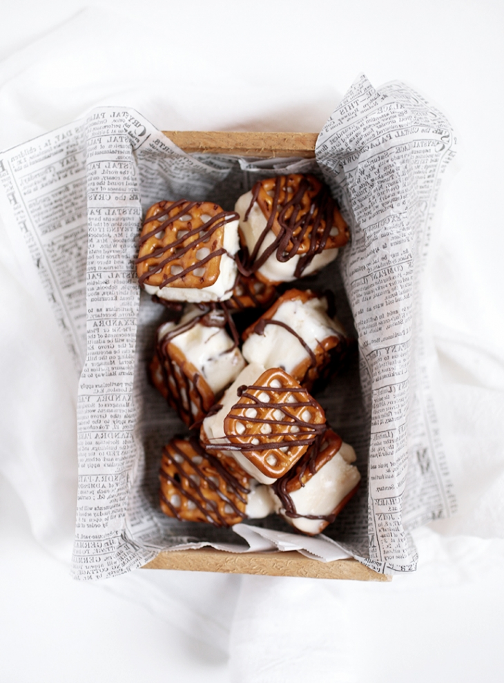 Pretzel Ice Cream Sandwich Bites @themerrythought